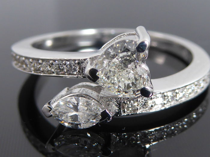 Exclusive ring with heart- and marquise-shaped diamond and with 22 cut diamonds totalling 0.90 ct – size 56 (17.28 mm)