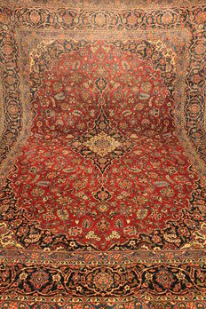 Wonderful beautiful semi antique fine Persian Palace carpet Keshan, best cork wool from around 1930. Signed by the knotter master. Made in Iran 269X366cm. Very good condition