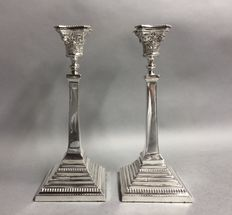 Set impressive silver pillar candle holders with pearl edge, Alexander Smith, Birmingham, England, 1954