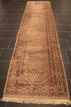 Beautiful hand-woven Oriental carpet, Sarough Mir, runner 90 x 350 cm, made in Iran, end of the 20th century