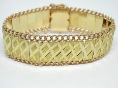 Bi-colour gold bracelet, around 1930-1940.