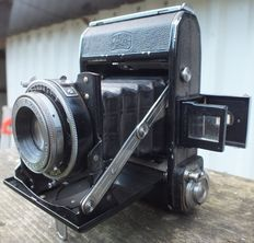 Old Camera ZEISS IKON Nettar 516 of 1943