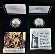 Portugal – 2 coins, 100 and 250 Escudos in silver, each with their own case – 1991 and 1990 – Lisbon