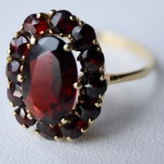 ca. 1920-1950 14kt. gorgeous gold ring with wonderful natural oval and round cut Bohemian garnets approx. 3 Ct.
