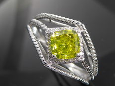 18kt gold ring with fancy olive green cushion diamond, & 25 diamonds total  1.25 ct - size 55