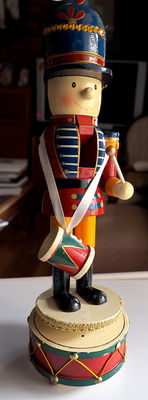 Collection nutcracker 37 cm with musical base.