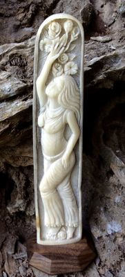 Carved Swordfish rostrum - girl with flowers - Xiphias gladius - 23.5cm