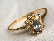 14 kt filigree gold ring with aquamarine and 10 white sapphires - ring size 18