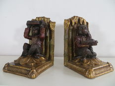 Twee bookends with monkeys in colonial style