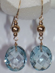 Yellow gold dangle earrings in 14 kt with blue topazes (9 ct)