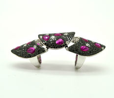 18 kt gold ring with rubies totalling 5.7 ct and brilliant cut diamonds totalling 4.43 ct.