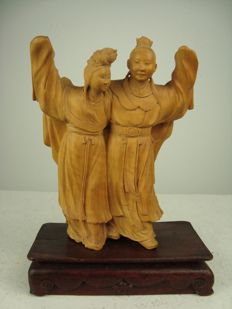 A fine satinwood carving of a man and a woman - China - middle of the 20th century