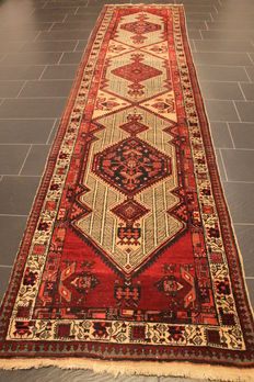 Old Persian carpet Sarab circa 1950 Made in Iran 106 x 440 wool on cotton, natural colours