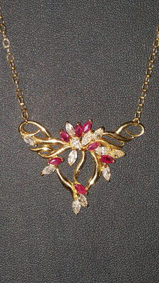 18 kt gold necklace with rubies and zircons.