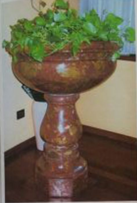 French red marble stoup in Neo-Baroque style - late 19th century