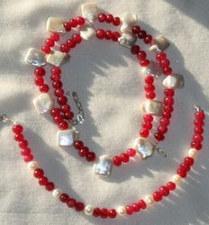 Ruby and Keshi pearl set. Silver 925/1000 clasp. Weight 41 g. Length 47 cm.