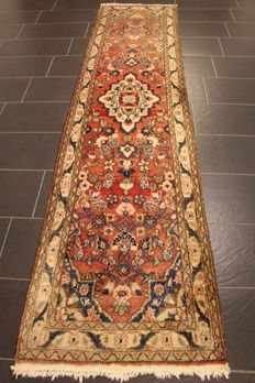 Oriental rug Sarough runner, made in Iran, Sarough runner 75 x 315 cm