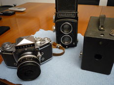 Lot consisting of three cameras: ROLLEICORD 6x6, EXAKTA VAREX IIa 35 mm, box KODAK  Hawkeye  mod. CC. Manufacturing years: from the 1930s to 60s of the last century