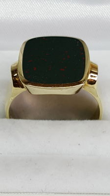 Vintage 14 kt yellow gold men's signet ring set with heliotrope, jasper