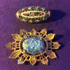 Antique Brooches – 1900/20 – 1: Brass and art enamel – 2: gold-plated and apatite.