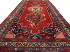 "Hamadan – 206 x 105 cm – ""Persian carpet in beautiful condition"" – Note! No reserve price, starts at €1"