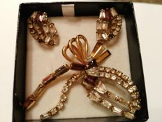 1920s set in 12 kt gold with crystals, weight 14 g