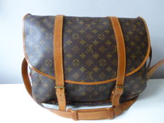 Louis Vuitton – Saumur 40 – shoulder bag.