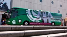 With 20 friends on the team bus to FC Groningen - PSV
