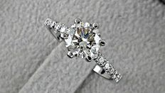1.15 ct SI1 round diamond ring made of 14 kt white gold