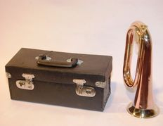 Copper and brass hunting horn complete with case/suitcase