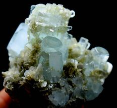 Damage free Aquamarine Crystal Cluster with Muscovite Mica - 56 x 53 x 50mm - 146 gm