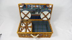 Reed picnic basket - 4 persons - 55x31x20 cm