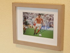 Marco van Basten - beautiful framed photo of The Netherlands Eureopean championship 88 - original signed + COA.