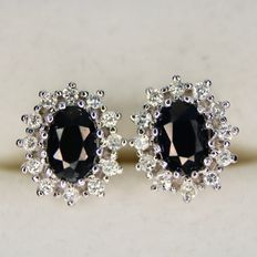 White gold earrings with 24 excellent brilliant cut diamonds G/VVS and 2 blue natural Sapphires, total 2.0Ct.