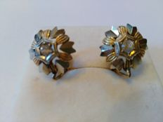 18 kt gold earrings with natural white sapphires