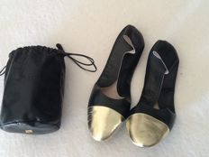 Chanel – Indoor travel shoes