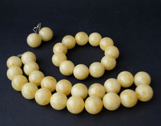 Baltic Amber set of necklace, bracelet and earrings, white amber colour, total weight: 118 gram