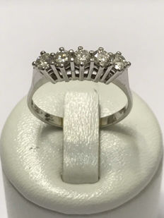 American style wedding ring in 18 kt white gold with 0.90 ct of Top Wesselton diamonds - Size 59