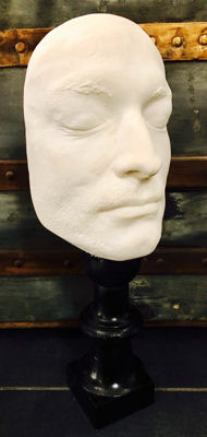 Style: death mask. Plaster sculpture of a face. 37 x 14 cm