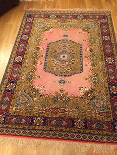 Hand made/ Silk / Persian/ Rug