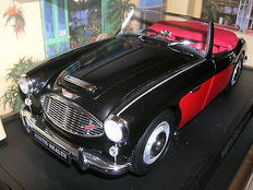 Kyosho - Scale 1/18 - Austin Healey 3000 MK l - Black-over-Red