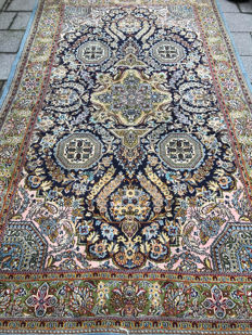 Beautifully detailed Kashmir carpet - Very valuable! - 201x352