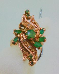 Ring with diamonds and emeralds in 18 kt gold