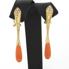 Yellow gold earrings in a tulip design, set with zirconias and pear-shaped natural Pacific coral.