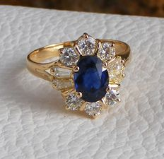 Ring: 18 kt gold with 6 large VS quality diamonds of .15 ct and a VVS natural blue sapphire of 2.67 ct. Laboratory certificate included.