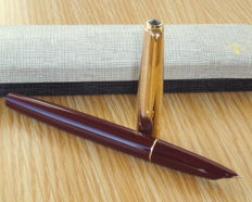 Parker 51 Mark III Burgundy & Rolled Gold Cap with Gold NIB aerometric Fountain Pen