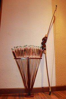 Ethnic, ebony wood arrows with bow - 140 cm of height
