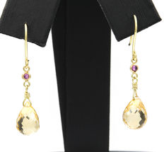 18 kt (750/000) yellow gold - Dangle earrings - Round cut rubies - Faceted citrine quartz - Pendant height: 30.50 mm