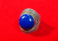 Men's silver ring set with a lapis lazuli – India – 20th century.