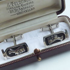 Silver vintage cuff links with the Egyptian queen Nefertiti